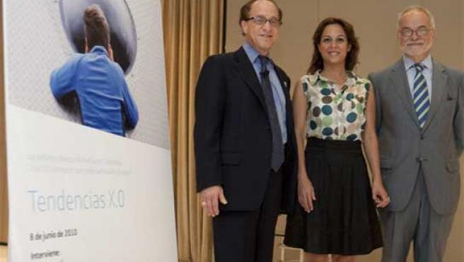 El científico e inventor Raymond Kurzweil (a la izquierda) durante su intervención en unas jornadas de Telefónica en Madrid.