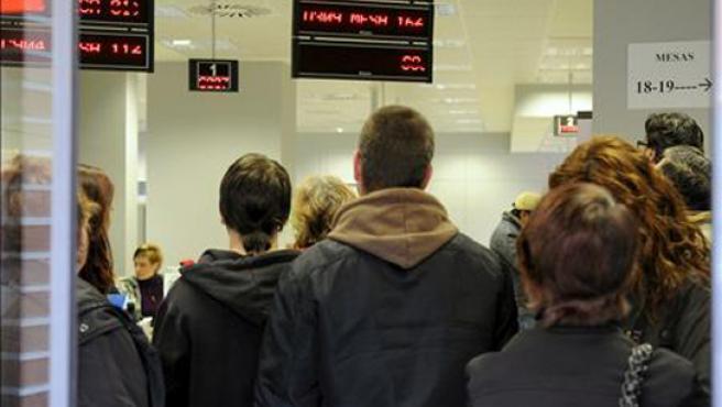 Los desempleados de larga duración se han duplicado en un año.