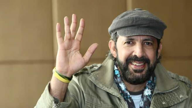 El dominicano Juan Luis Guerra presenta 'A son de guerra'.