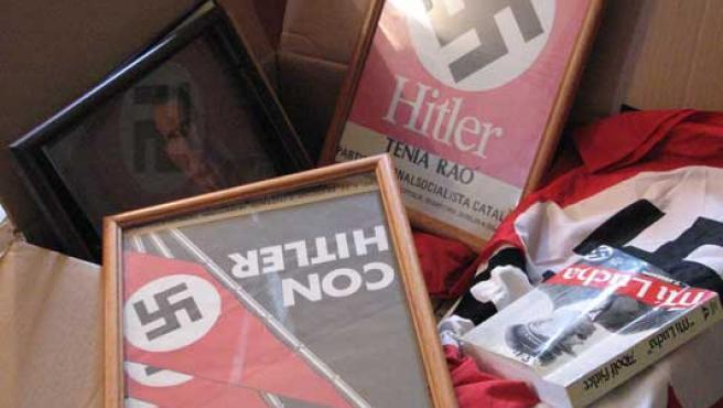 Material de simbología nazi.