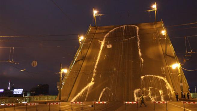 Imagen del falo de 65 metros extraída del blog del grafitero Alexéi Plutser-Sarnó.