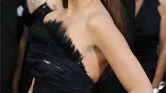 Penélope Cruz posa en la gala de los Oscar 2008.