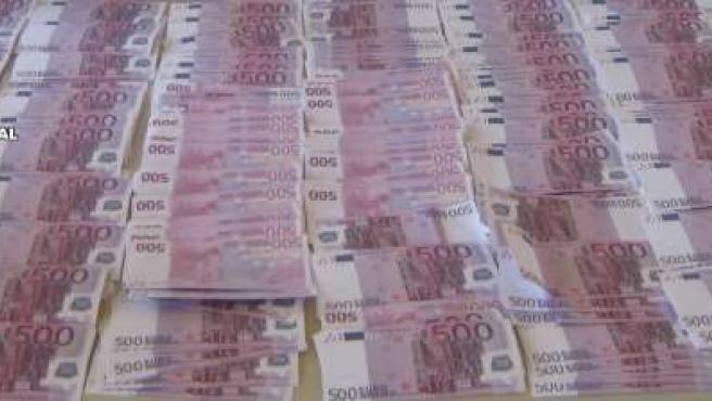 Parte de los billetes falsos intervenidos por las autoridades.