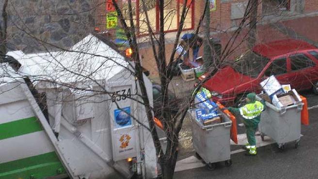Trabajadores del servicio de basura, en una imagen de archivo.