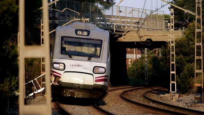 El tren que arrolló a los que cruzaban las vías en Castelldefels Platja.