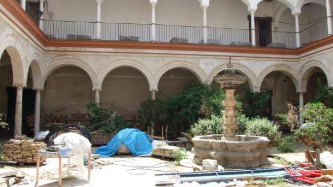 Estado de uno de los patios del palacio de Peñaflor.