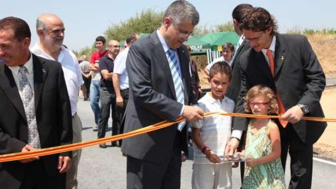 Llena inaugura los nuevos caminos rurales