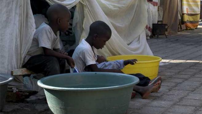 En la imagen, unos niños en un refugio para damnificados en Puerto Príncipe.