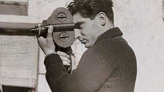 Robert Capa en Segovia, fotografiado por su compañera Gerda Taro.