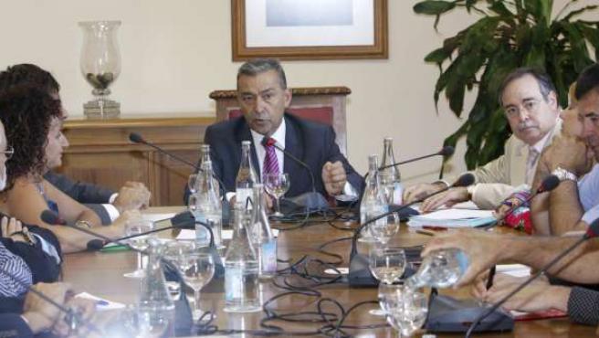 El presidente canario, Paulino Rivero, preside la reunión sobre el Plan del Pais