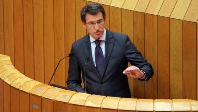 Alberto Núñez Feijóo en la tribuna del Parlamento gallego