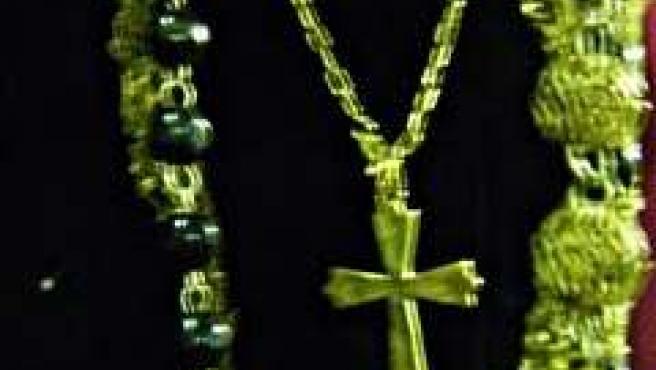 Robo de una cruz de oro a la Virgen de la Amargura de Constantina