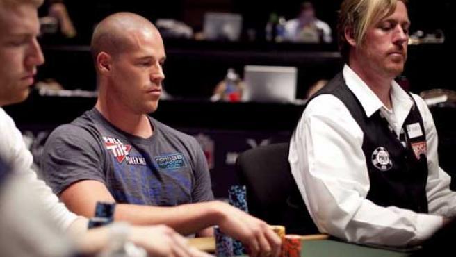 Patrik Antonious retorna con éxito a las mesas.