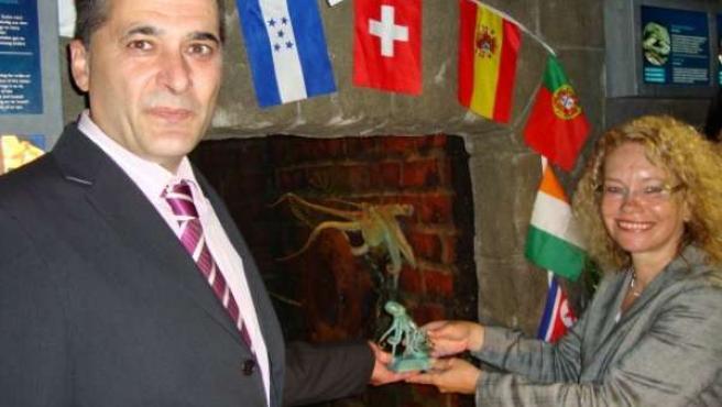 El alcalde de O Carballiño en Alemania con Paul y su homóloga alemana.