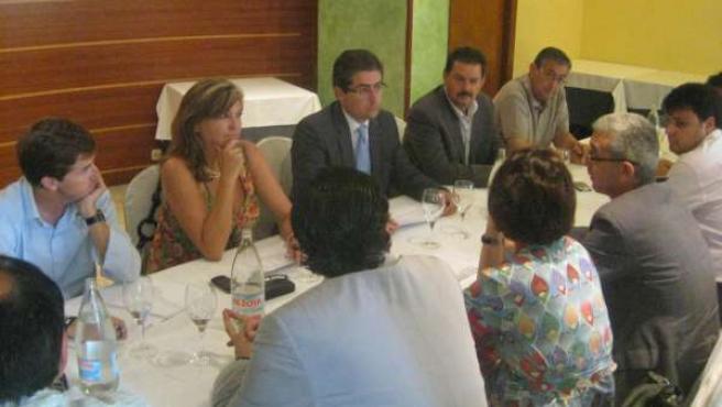 Reunión de María Isabel Valcárcel con la Junta Directiva de la Oficina de Congre