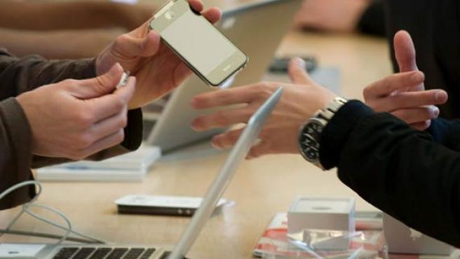 El iPhone 4 ha recibido duras críticas desde que saliera a la venta.