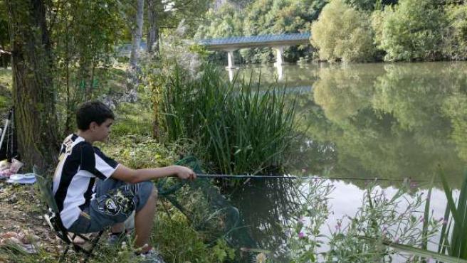 Curso de pesca para niños.