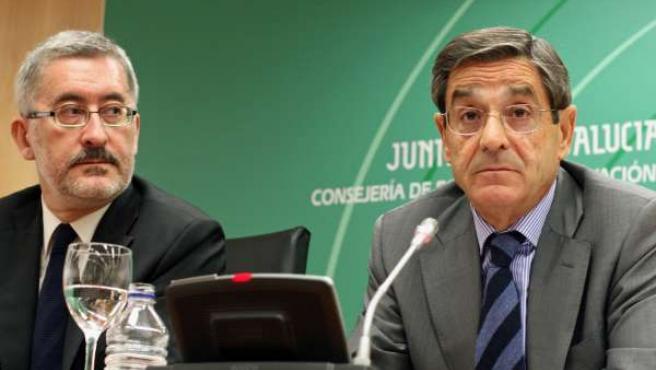 El consejero de Economía, Innovación y Ciencia, Antonio Ávila, junto al presiden
