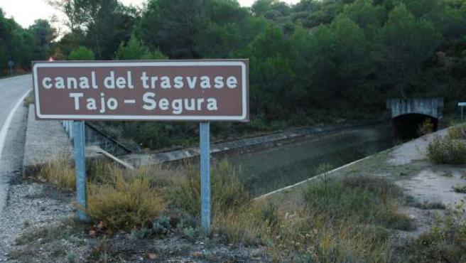Canal del trasvase tajo Segura en Castilla La Mancha