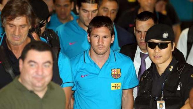 Messi a su llegada al aeropuerto de Corea del Sur.