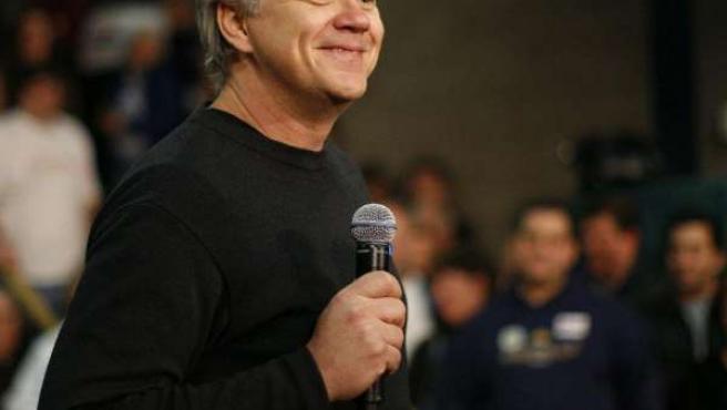 Tim Robbins presenta al candidato John Edwards del Partido Demócrata