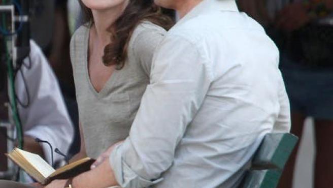 Carla Bruni se pone nerviosa en 'Midnight in Paris'