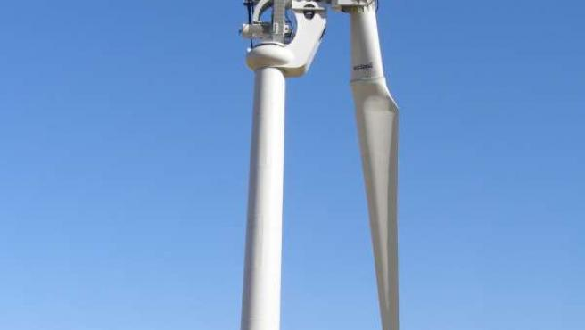 Imagen del aerogenerador de una sola pala instalado en Lubia (Soria)