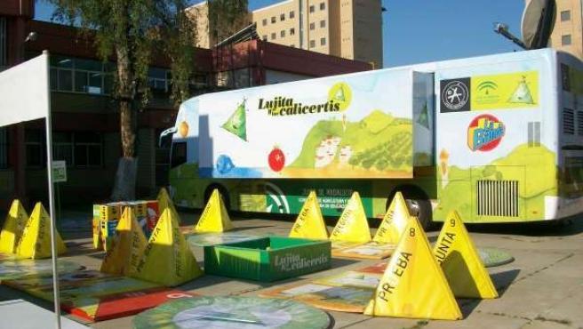 Imagen del autobús en el que se integra el programa 'El Campo y el Mar en la Esc