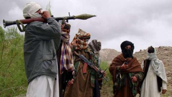 Un grupo de talibanes afganos armados.