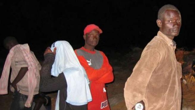 inmigrante subsahariano noche desierto