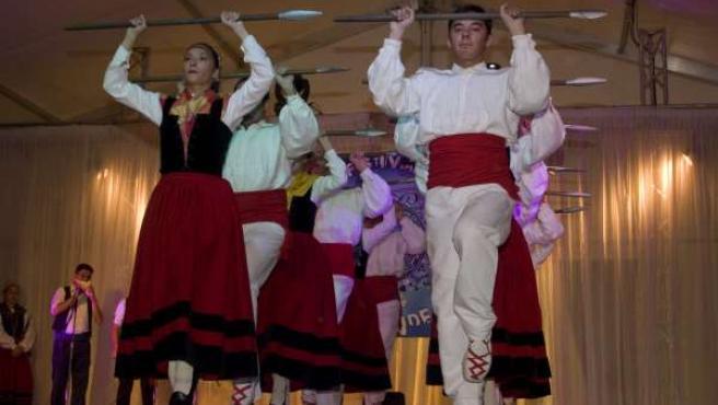 Imagen de danzas cántabras.