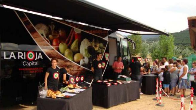 El autobús da a conocer productos típicos riojanos con distintivo de calidad