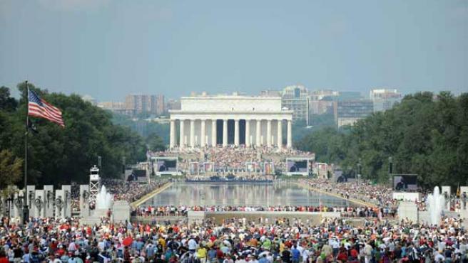 Activistas del movimiento ultraconservador Tea Party asisten a una concentración en Washington DC.