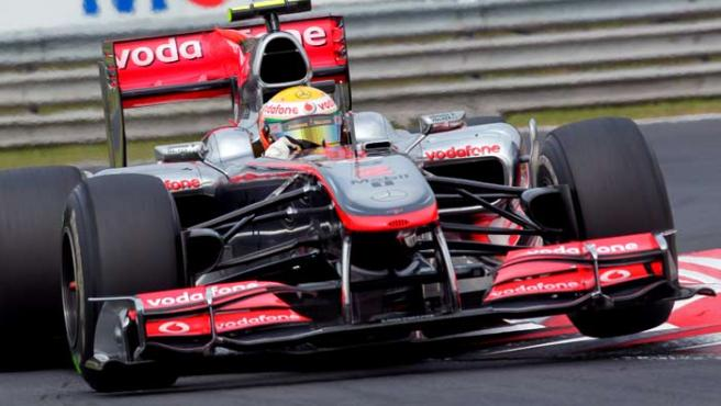 El piloto británico Lewis Hamilton conduce su monoplaza en el circuito de Hungaroring