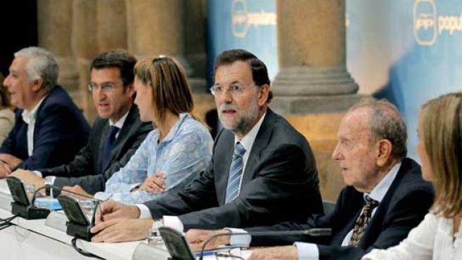 El presidente del PP, Mariano Rajoy, durante la reunión que celebró la cúpula del PP en Santiago de Compostela.