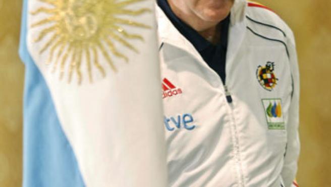 El director técnico de la selección de fútbol de España, Vicente del Bosque, participa en una rueda de prensa en Buenos Aires.