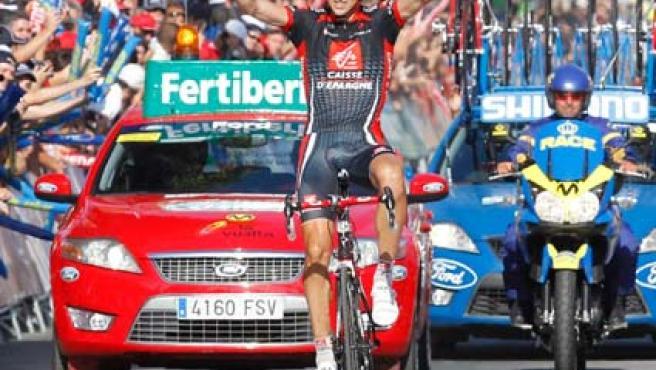 El ciclista español Imanol Erviti (Caisse d'Epargne) a su llegada como vencedor de la décima etapa de la 75ª edición de la Vuelta a España.