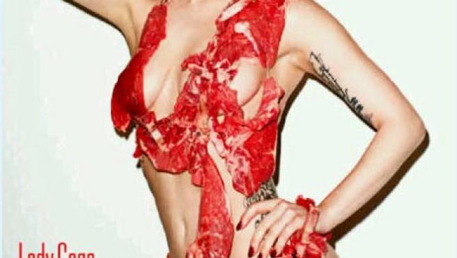 La imagen más carnívora de Lady Gaga, en la portada del Vogue japonés.
