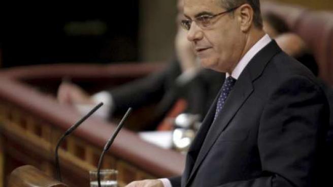 El ministro de Trabajo, Celestino Corbacho, durante el pleno del Congreso de este jueves.