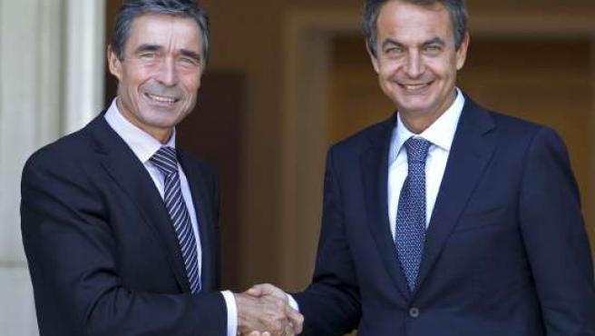 El presidente del Gobierno, José Luis Rodríguez Zapatero, y el secretario general de la OTAN, Anders Fogh Rasmussen.