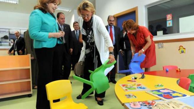 Las autoridades han inaugurado la escuela infantil en Calatayud