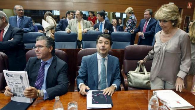 Esperanza Aguirre junto a Francisco Granados e Ignacio González (centro).