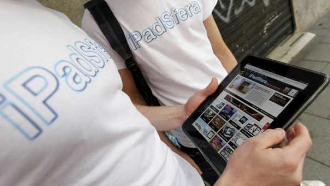 El nuevo dispositivo de Apple, el iPad.