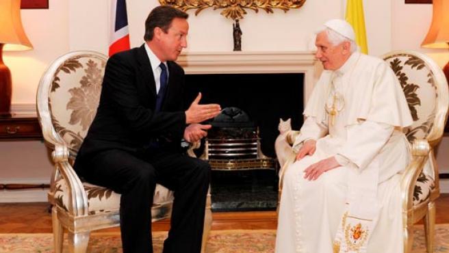 El Papa y David Cameron, durante su entrevista de este sábado.