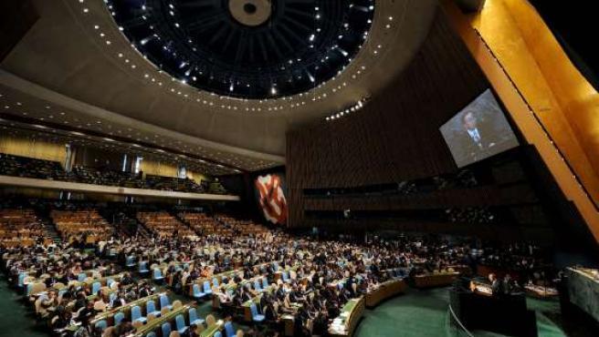 El secretario general de la ONU, Ban Ki-moon (d), durante la jornada inaugural de la asamblea de la ONU para los Objetivos del Milenio, en Nueva York.