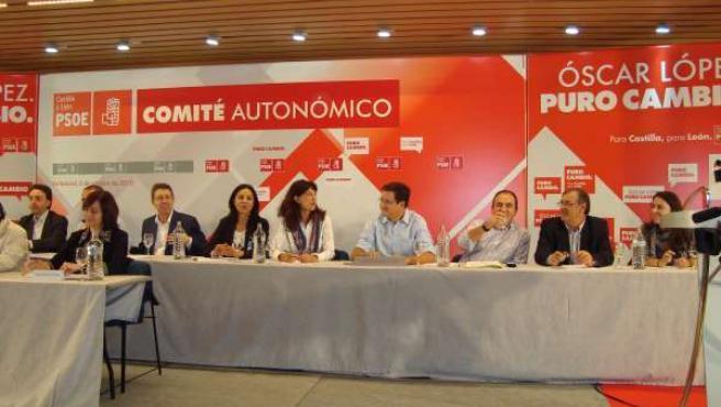 López (centro), durante el Comité Extraordinario del PSCyL.