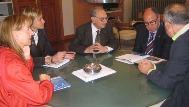 La Fundación San Cebrián presenta a la Diputación de Palencia la marcha 'Capaces