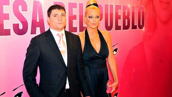 Belén Esteban y su marido Fran, en un acto en honor de la colaboradora.