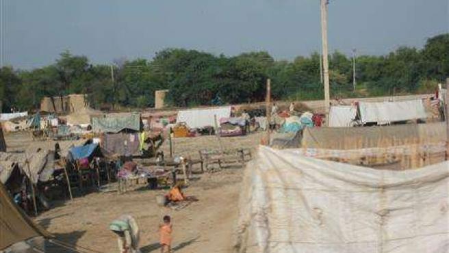Campamento de afectados por las inundaciones