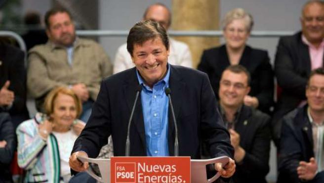 El candidato de la FSA-PSOE, Javier Fernández